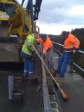 Verfüllen von horizontalen Leerohren in Brückenkappen